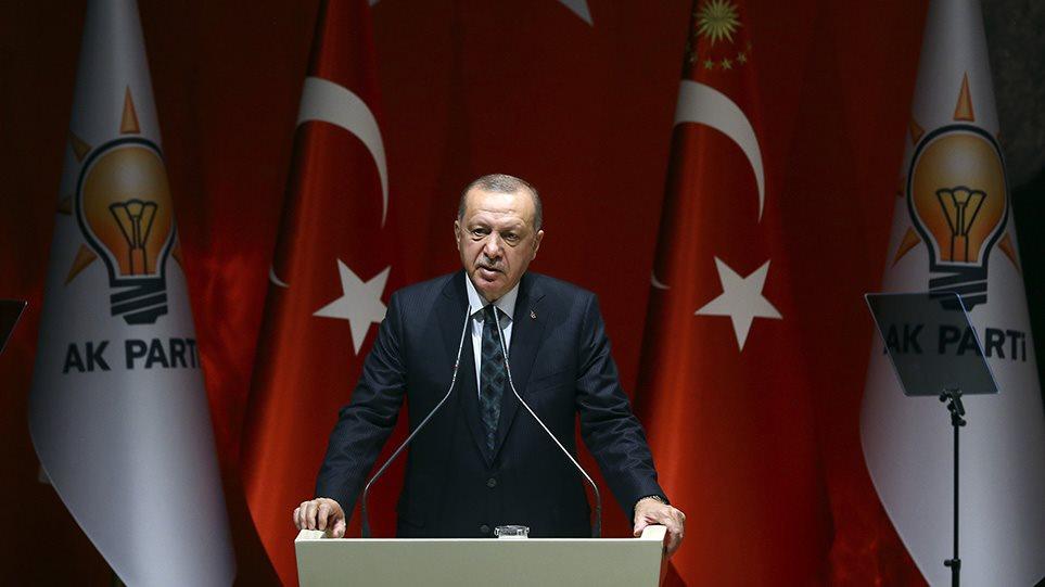"""Ανοιχτές απειλές Ερντογάν στην Ευρώπη: """"Θα ανοίξουμε τα σύνορα, θα στείλουμε 3,6 εκατ. μετανάστες"""""""