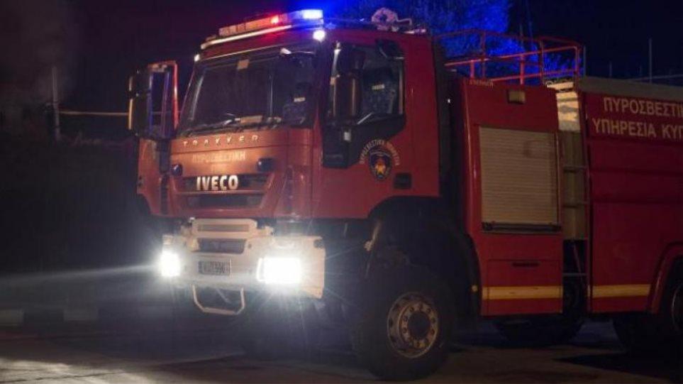 Πυρκαγιά σε κλαμπ στην Πανεπιστημίου: Απομακρύνθηκαν με ασφάλεια 200 πελάτες