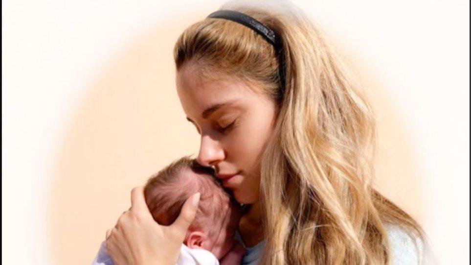 Δούκισσα Νομικού: Η τρυφερή φωτογραφία με τη κόρη της