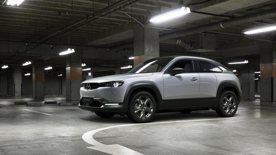 H Mazda καλωσορίζει την ηλεκτροκίνηση με το MX-30