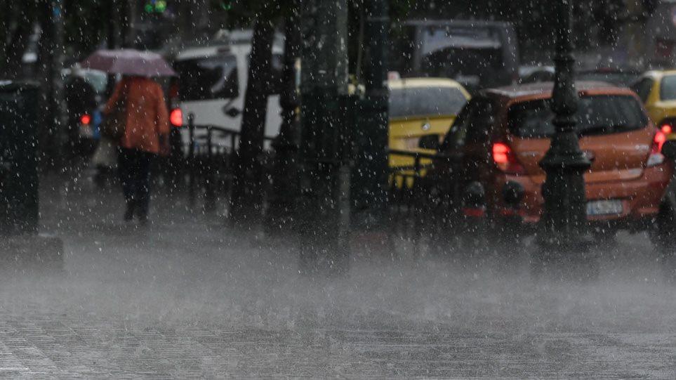 Έρχεται νέο κύμα κακοκαιρίας από σήμερα με σφοδρές καταιγίδες - 7.500 κεραυνοί έπεσαν την Πέμπτη