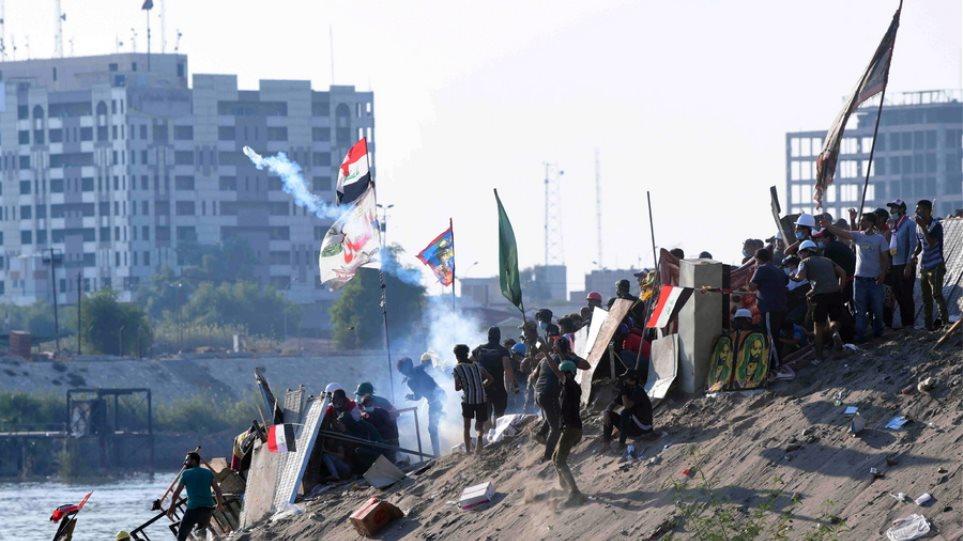 Ιράκ: Ένας νεκρός και 91 τραυματίες σε νέες συγκρούσεις διαδηλωτών και αστυνομίας στη Βαγδάτη