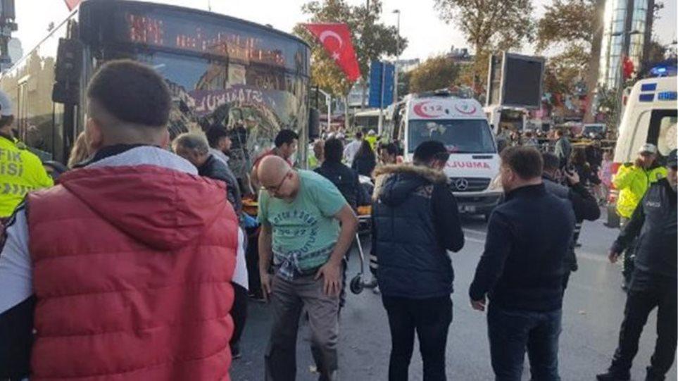 Σκηνές τρόμου στην Κωνσταντινούπολη: Λεωφορείο έπεσε σε πλήθος - Επίθεση με μαχαίρι από τον οδηγό