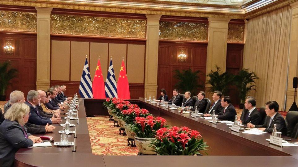 Συνάντηση Μητσοτάκη με τον πρόεδρο της Κίνας - Θερμή υποδοχή από την Cosco