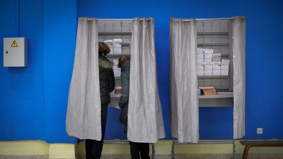 Πρώτοι οι Σοσιαλιστές στις Ισπανικές εκλογές - Διπλασίασαν τις έδρες τους οι ακροδεξιοί