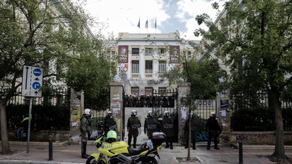 Βία στα πανεπιστήμια: Καμία ανοχή στην ανομία η κυβέρνηση - Στήριξη στους μπαχαλάκηδες ο ΣΥΡΙΖΑ
