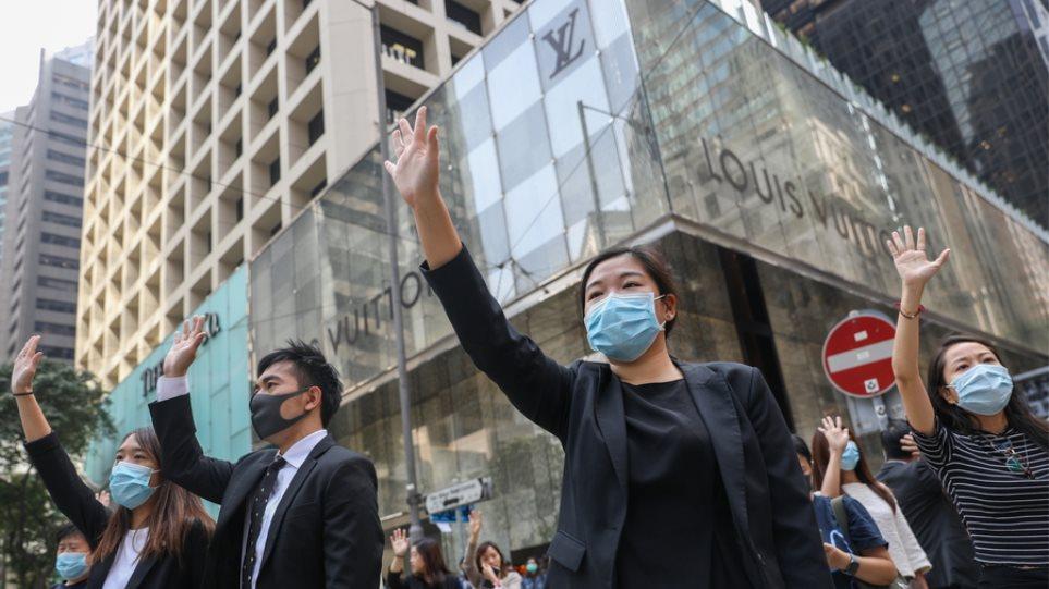 Χονγκ Κονγκ: Συνεχίζονται οι κινητοποιήσεις - Έχει παραλύσει η πόλη