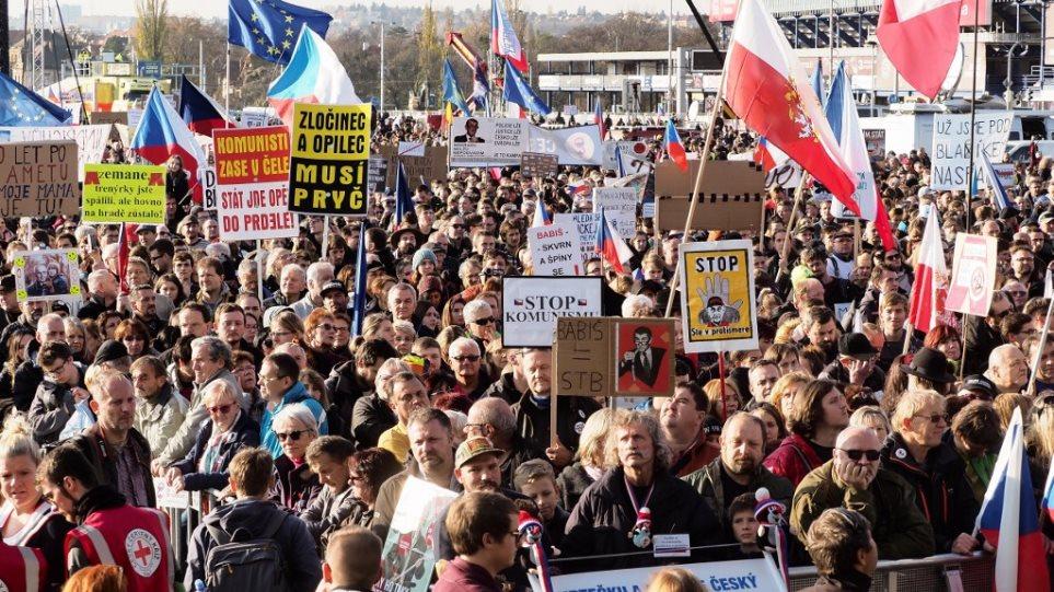 Πολιτικός σεισμός στην Τσεχία: Στους δρόμους 200.000 για να παραιτηθεί ο δισεκατομμυριούχος πρωθυπουργός