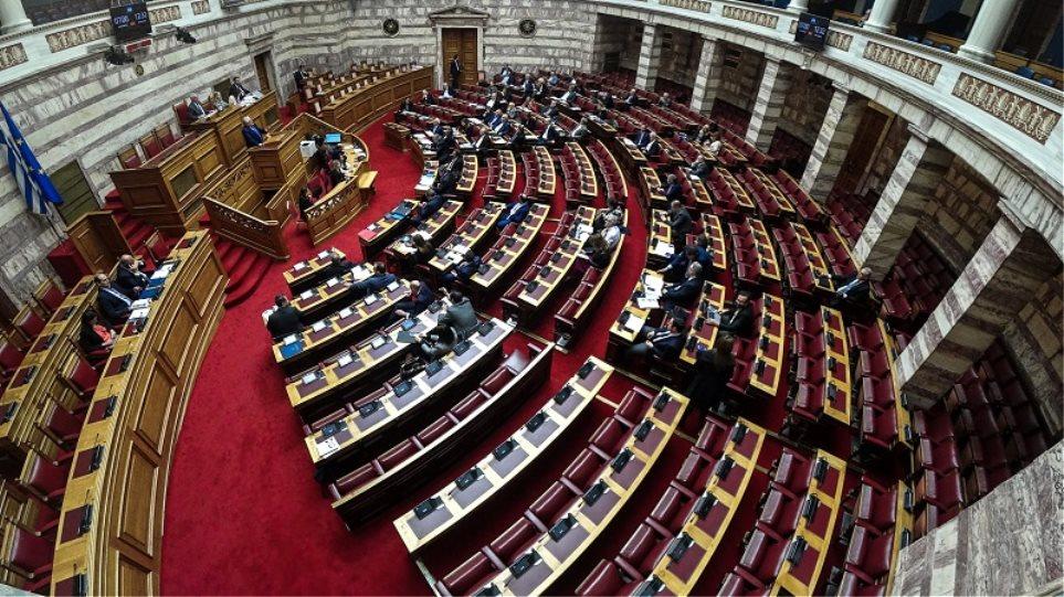 Ψήφος αποδήμων: Ο ΣΥΡΙΖΑ συνεχίζει τα «μπρος-πίσω» για τους Έλληνες του εξωτερικού