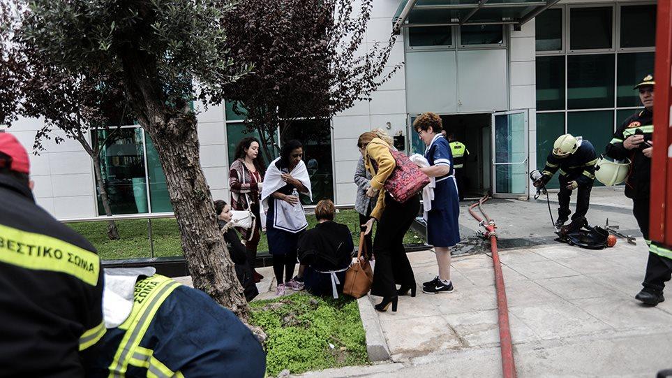Φωτιά στο Athenaeum Palace: Εντοπίστηκαν μπιτόνια με πετρέλαιο - Ενδείξεις για εμπρησμό