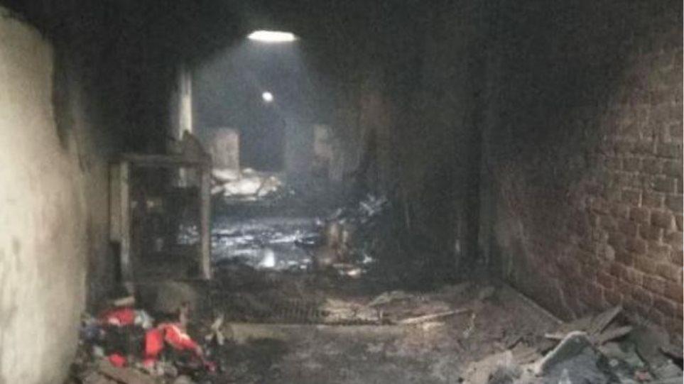 Φρίκη στο Δελχί: Τουλάχιστον 43 νεκροί από φωτιά σε εργοστάσιο - Οι περισσότεροι κοιμόντουσαν