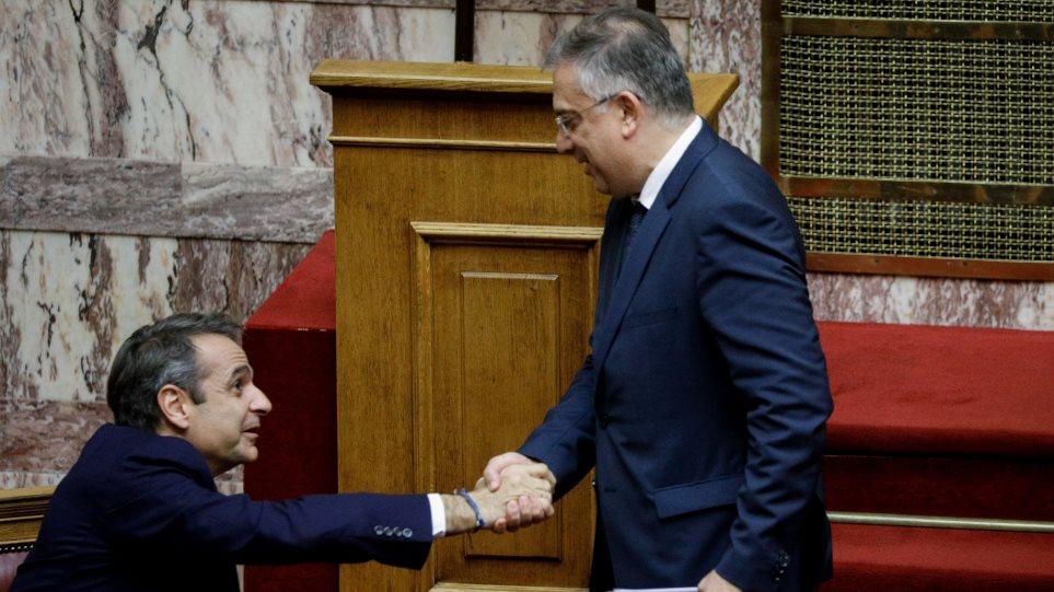 Ψήφος αποδήμων: Με ιστορική συναίνεση και πλειοψηφία 288 βουλευτών εγκρίθηκε το νομοσχέδιο