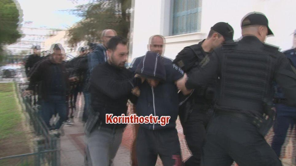 Στον εισαγγελέα Κορίνθου οι δύο Ρομά που σκότωσαν την 73χρονη (video)