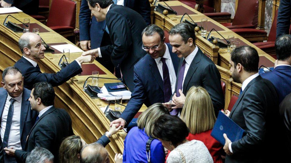 Βουλή: 158 «ναι» στον προϋπολογισμό - 2,8% ανάπτυξη και 1,81 δισ. ελαφρύνσεις