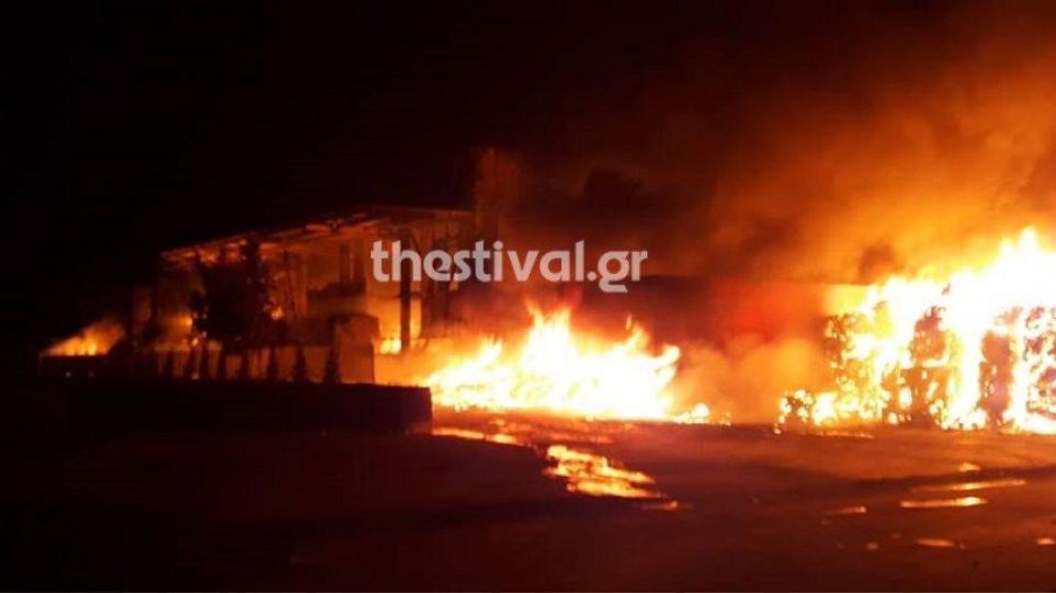 Κάηκαν τη νύχτα τρεις κατοικίες στη Νάουσα