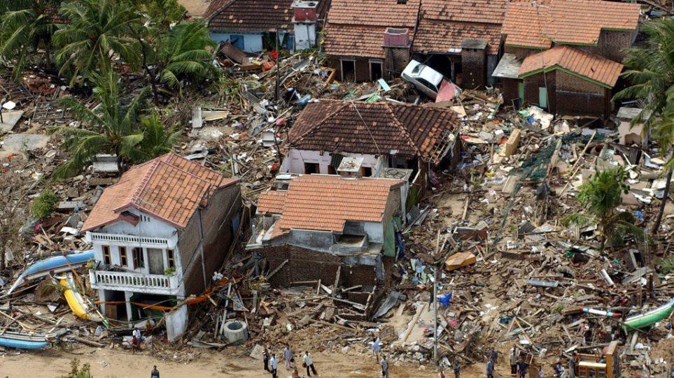 «Μαύρη» επέτειος: 15 χρόνια από το φονικό τσουνάμι που άφησε πίσω του 230.000 νεκρούς στην Ασία