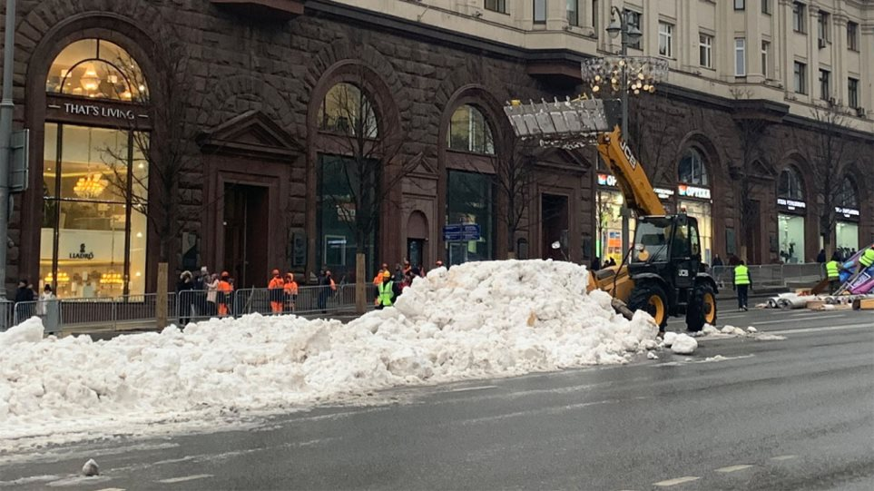 fake-snow-moscow