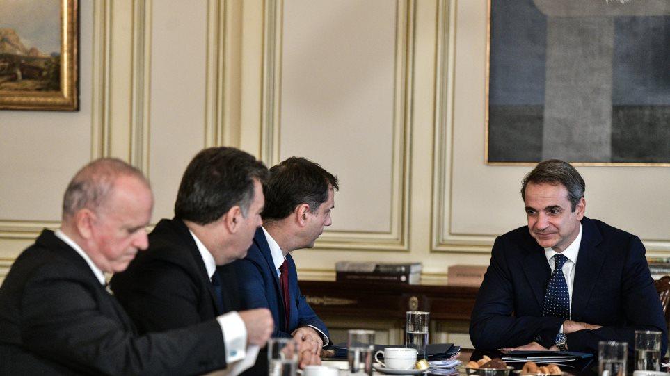 Συνάντηση Μητσοτάκη με την ηγεσία του υπ. Τουρισμού: «Κάναμε καλή δουλειά και αυτό πιστοποιείται από τα έσοδα»