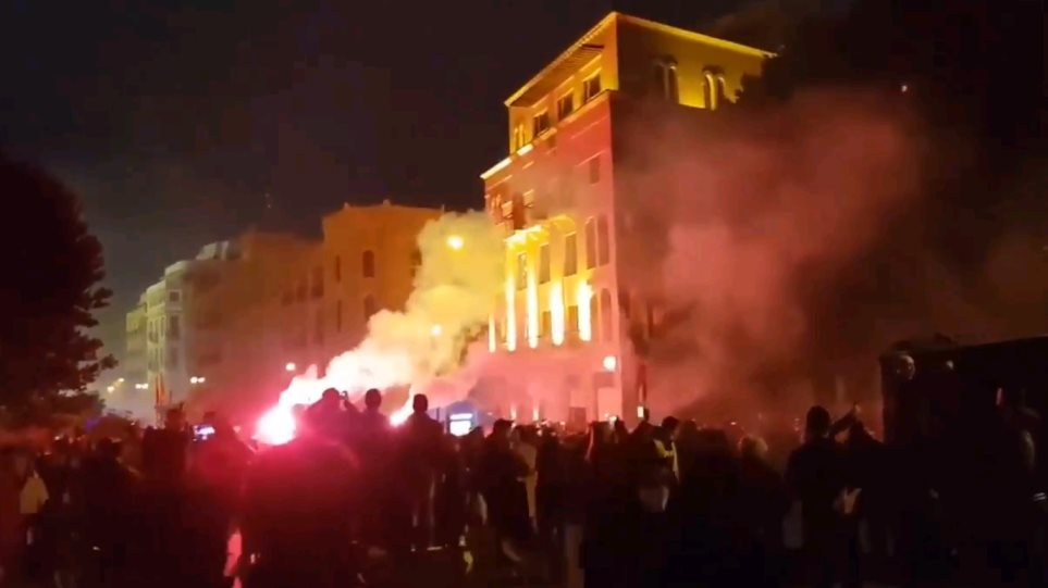 Λίβανος: Βίαια αντικυβερνητικά επεισόδια με 400 τραυματίες διαδηλωτές στην Βηρυτό