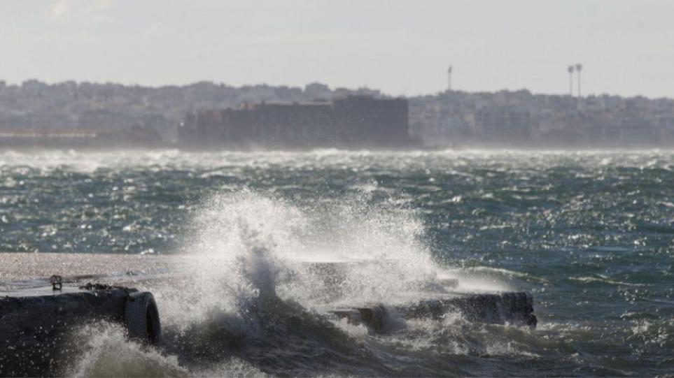 Πάνω από 100 χλμ/ώρα οι ριπές του ανέμου στην Κάρυστο