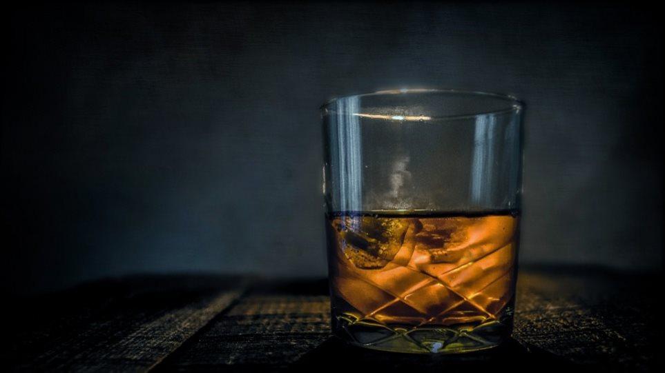 Μετά τον αντικαπνιστικό το Υπουργείο Υγείας βάζει στο «στόχαστρο» το αλκοόλ