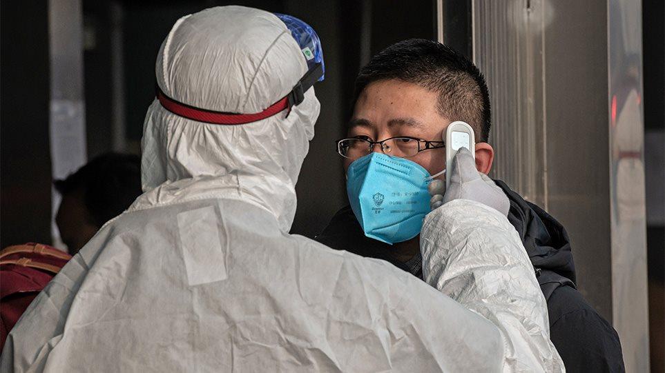 Νέος κοροναϊός: Μεταδοτικός ακόμα και από απόσταση δύο μέτρων, λέει Κινέζος ειδικός