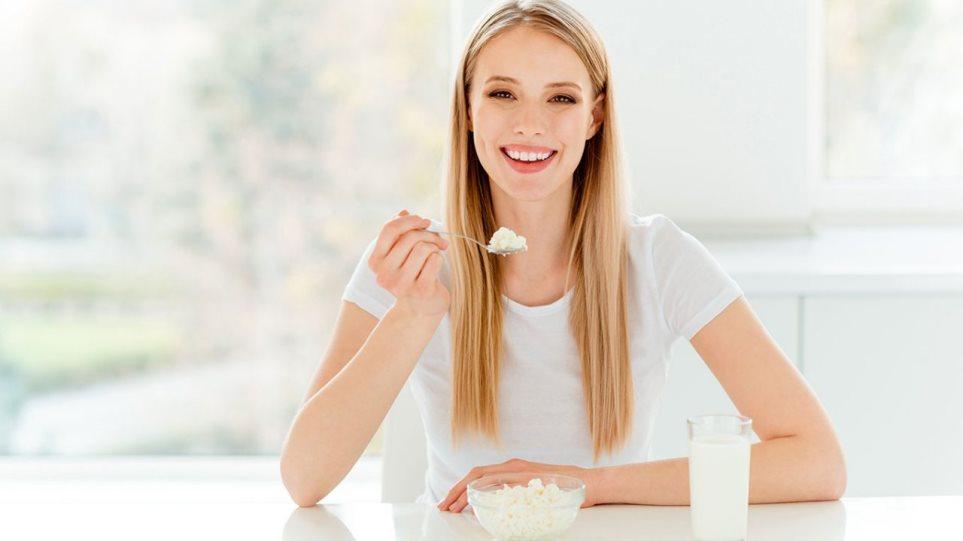 190827191428_woman_yogurt_kefir