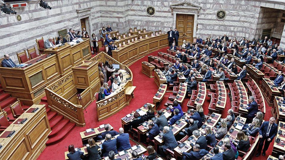 Πέρασε από τη Βουλή με 156 «ΝΑΙ» η τροπολογία για το ποδόσφαιρο - Aπών ο Σαμαράς