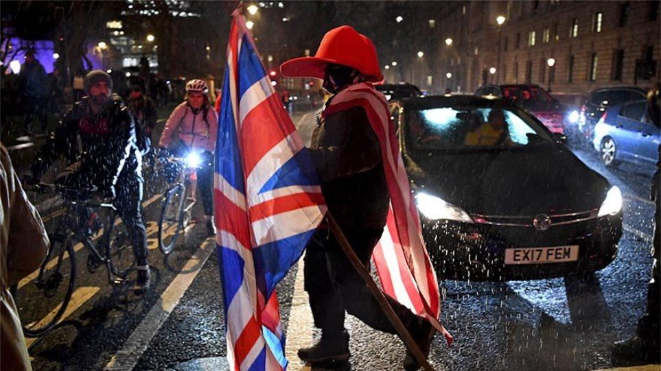 Brexit: Ο βρετανικός Τύπος εμφανίζεται για μία ακόμη φορά διχασμένος