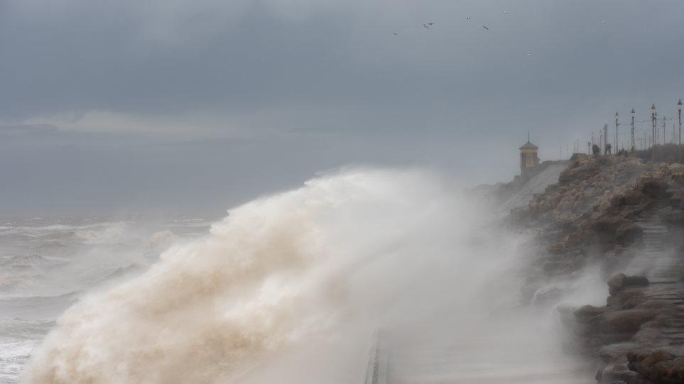 Η καταιγίδα «Κιάρα» σαρώνει τη Βόρεια Ευρώπη