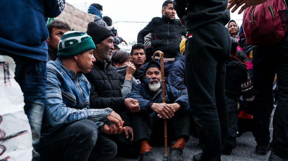 Θεοδωρικάκος: Στα επτά και όχι στα τρία χρόνια θα μπορούν να κάνουν αίτηση για ελληνική ιθαγένεια οι πρόσφυγες
