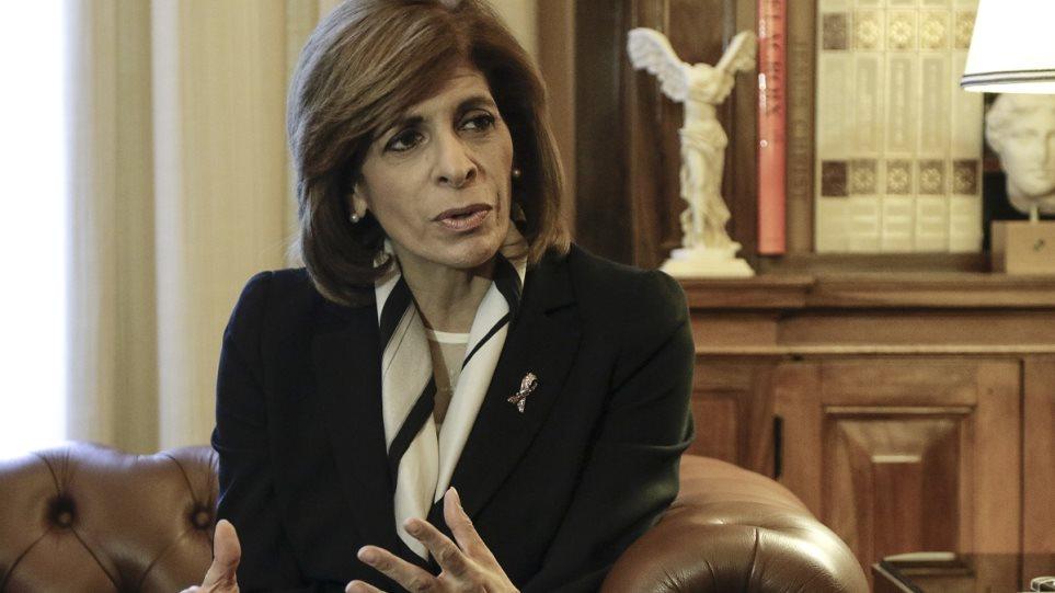 Κορωνοϊός: «Να μην παραδοθούμε στον πανικό» ζητά η Ευρωπαία επίτροπος Στέλλα Κυριακίδου