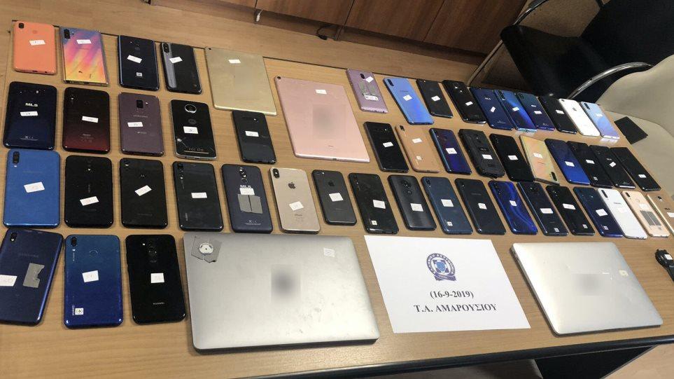 Εξαρθρώθηκε συμμορία που έκλεβε κινητά τηλέφωνα από προθήκες καταστημάτων