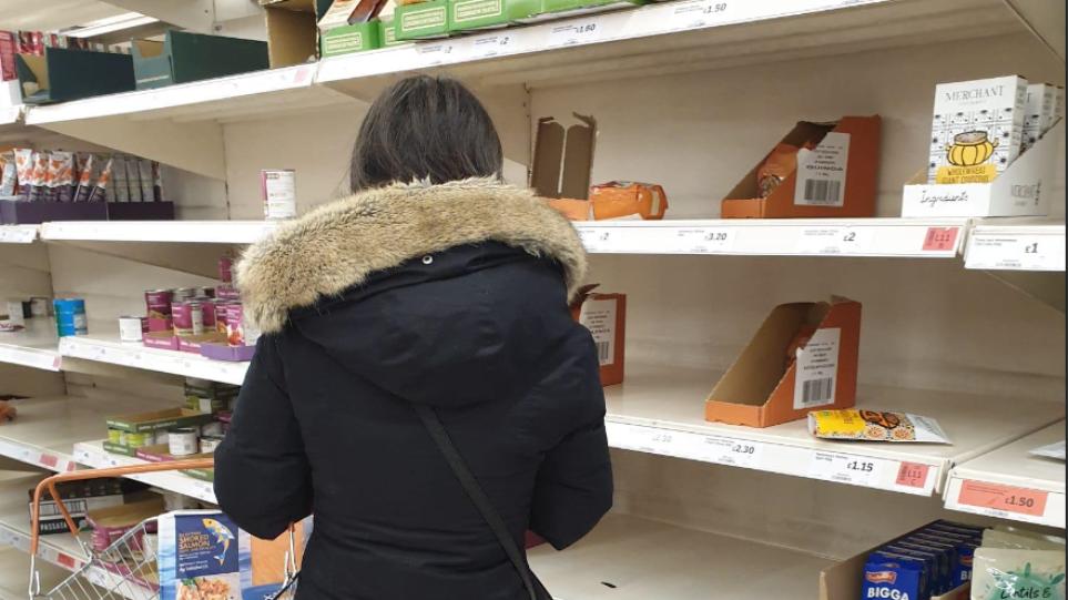 Κορωνοϊός - Λονδίνο: Άδεια ράφια στο 2ο μεγαλύτερο σούπερ μάρκετ Sainsbury's - Δείτε φωτογραφίες