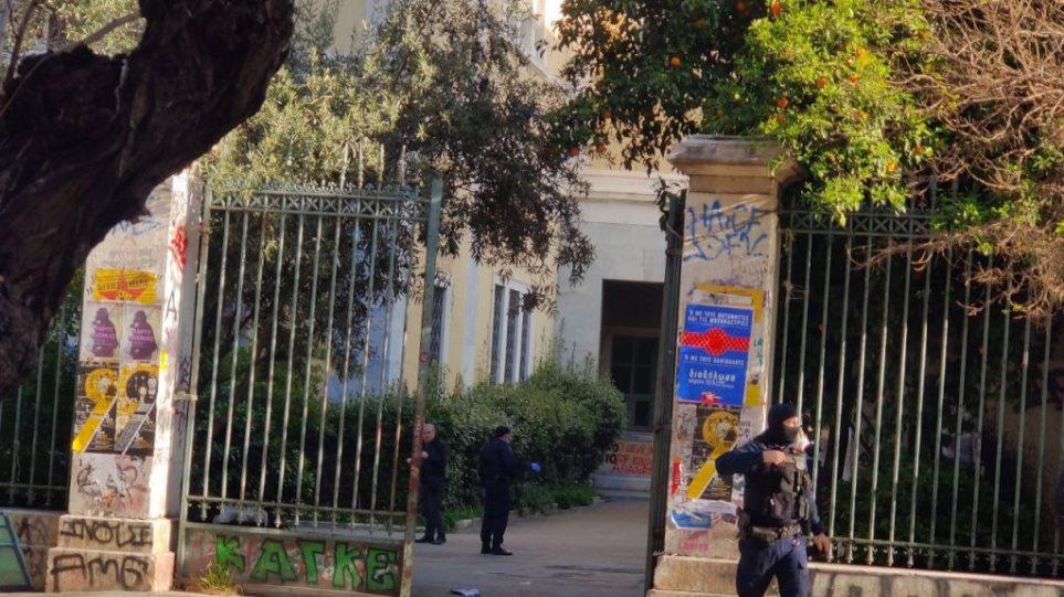 Πολυτεχνείο: Επιχείρηση εκκένωσης του κτιρίου Γκίνη από την Αστυνομία