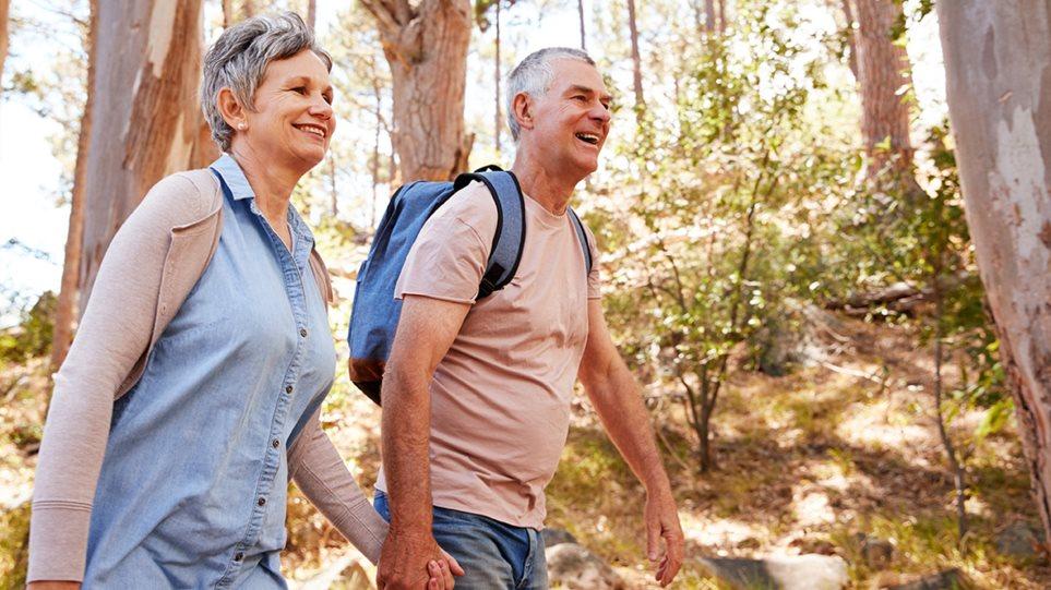 190912163931_couple_walking2
