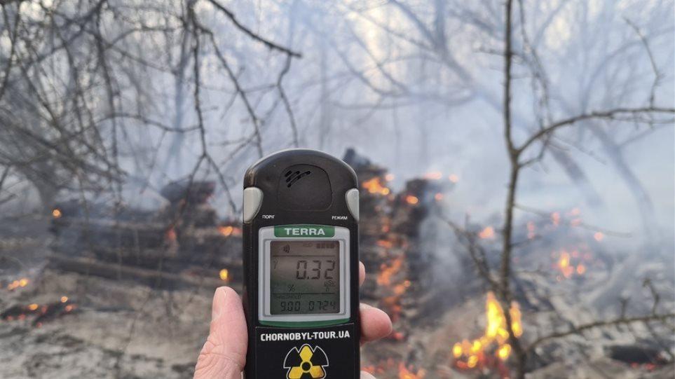 Ουκρανία: Μαίνεται ανεξέλεγκτη η πυρκαγιά στο Τσερνόμπιλ