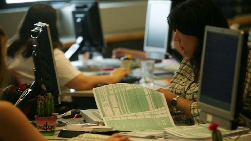 Φορολογικές δηλώσεις: Παράταση αλλά με δυο δόσεις εντός Αυγούστου εξετάζει το ΥΠΟΙΚ