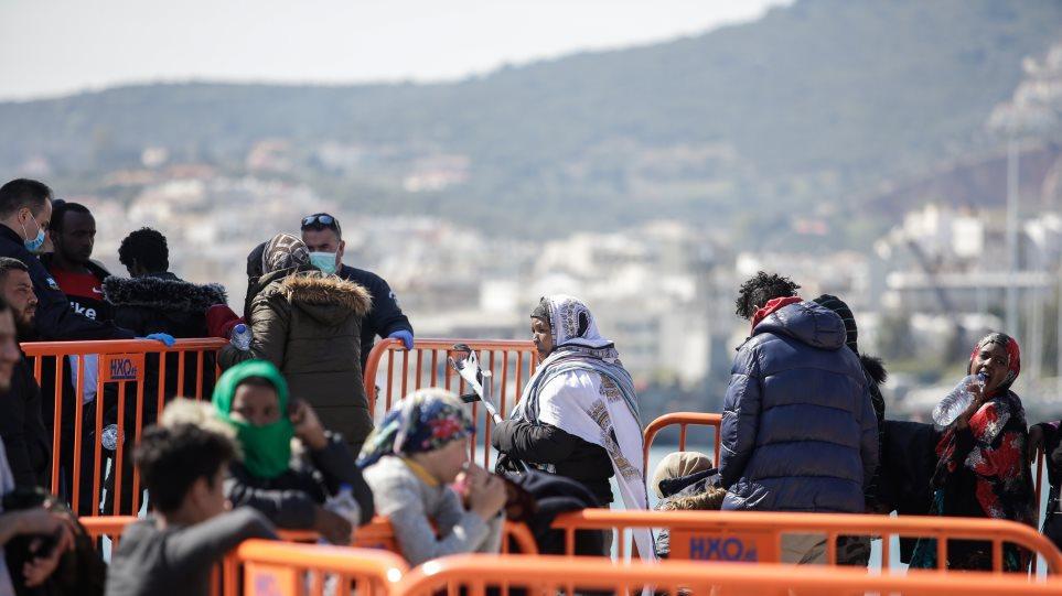 Μετανάστες στα νησιά: Μεταφέρονται στην ηπειρωτική Ελλάδα 2.380 αιτούντες άσυλο