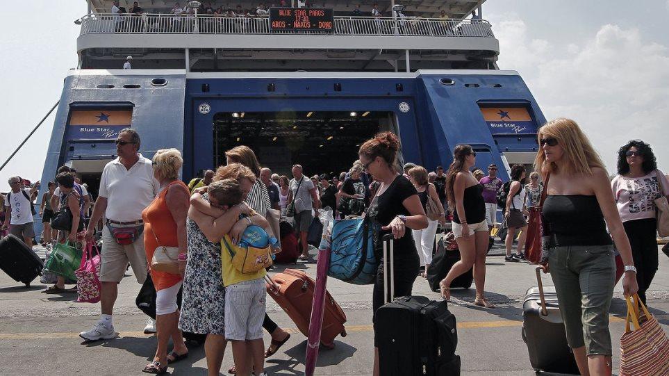 Σακέλλης στον Θέμα 104,6: Ελπίζουμε η τουριστική κίνηση να πέσει μόνο 50% τον Ιούλιο και τον Αύγουστο
