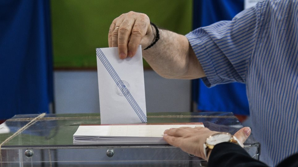 Δημοσκόπηση MRB: «Νταμπλ σκορ» σε πρόθεση ψήφου και καταλληλότητα για ΝΔ και Μητσοτάκη