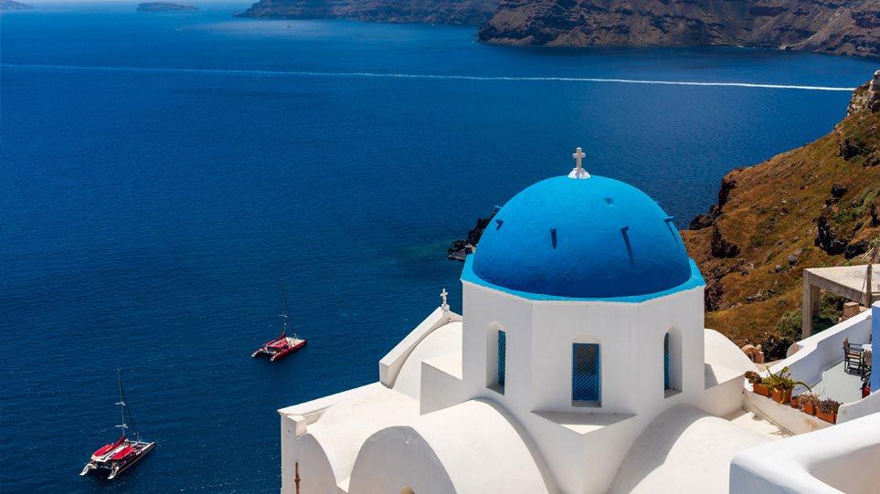 Τα διεθνή ΜΜΕ πανηγυρίζουν για την έναρξη της τουριστικής περιόδου στην Ελλάδα στις 15 Ιουνίου