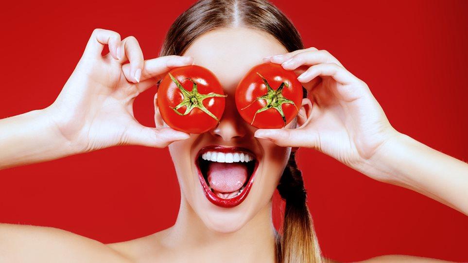 190529160818_woman_tomatoes