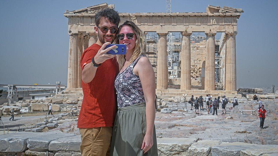1ellada-tourismos-touristes-arthro