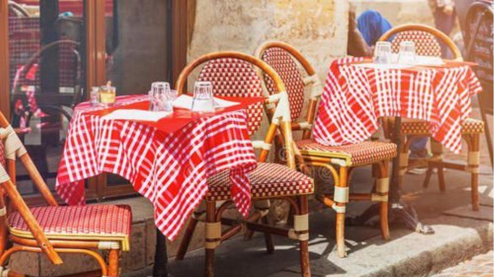 Άρση μέτρων - Γαλλία: Ανοίγουν ξανά μπαρ, εστιατόρια, παραλίες και πάρκα