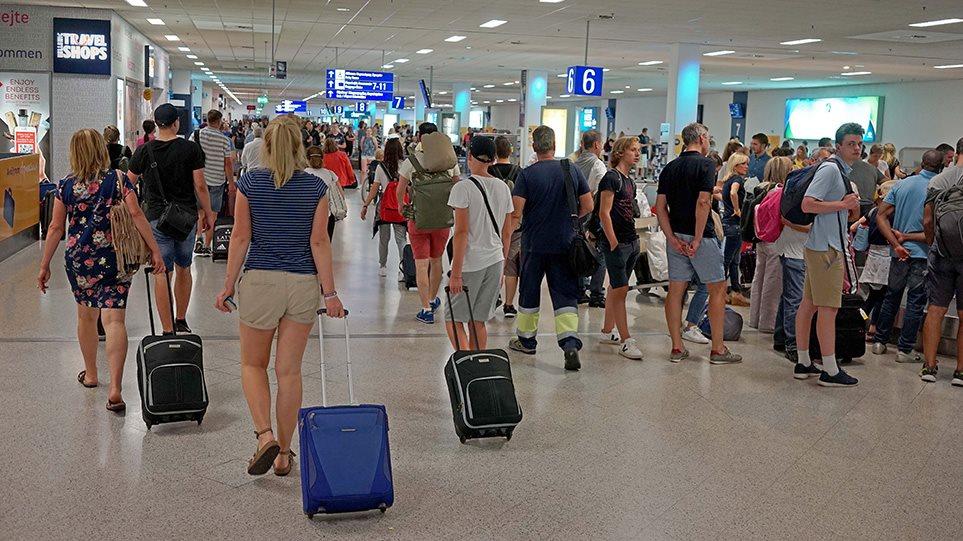 touristes-aerodromio-arthro