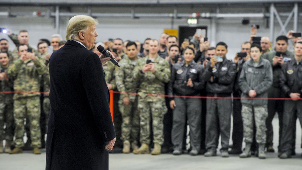 Ο Τραμπ ανακαλεί 9.500 στρατιώτες που σταθμεύουν στη Γερμανία