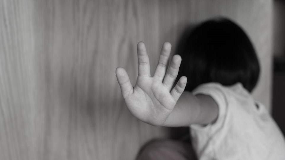Έρευνα: Οκτώ στους δέκα θα αντιδρούσαν στην παιδική κακοποίηση