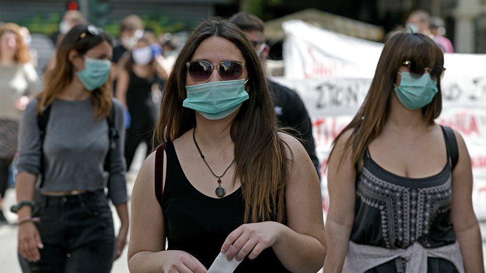 Χαρδαλιάς: Υποχρεωτική χρήση μάσκας σε ΔΕΚΟ, τράπεζες, ΟΤΑ και καταστήματα