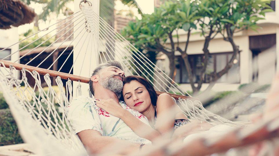 190808175007_couple_sleep